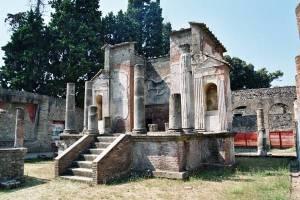pompei_-_tempio_di_iside1
