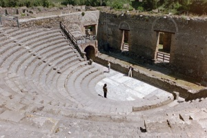 small-theatre-pompeii2
