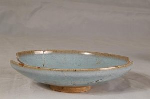 blue-plate-is-from-the-song-or-yuan-dynasty