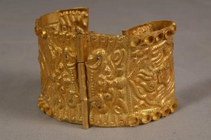 gold-alloy-bracelet-dates-from-the-14th-century-it-is-decorated-with-a-phoenix-flanked-by-demons