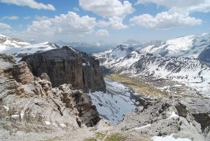 Dolomites_cablecar_view_2009