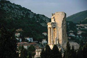 monument-to-emperor-Augustus