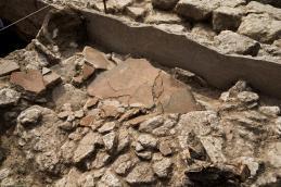 Fragments de peintures murales antiques effondrées en place découverts à Uzès (Gard), 2017.