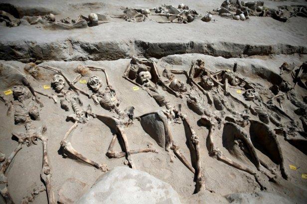 ancient-greece-mass-grave